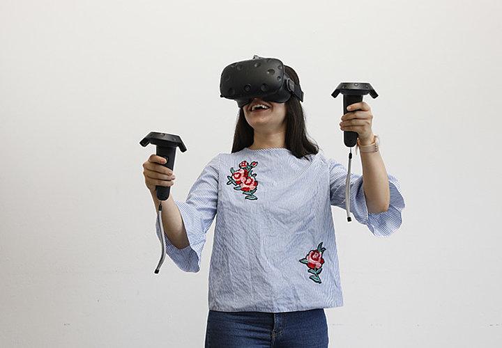 Etudiante Réalité augmentée - réalité virtuelle