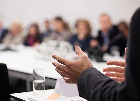 Personne intervenant durant un séminaire